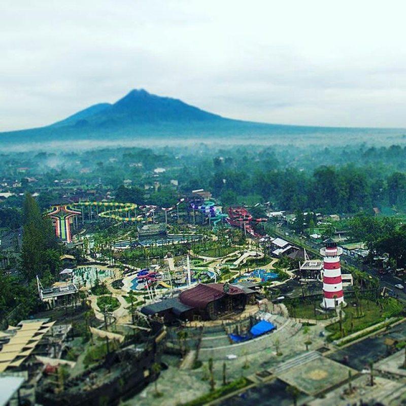 Jogja bay dengan latar belakang Gunung Merapi