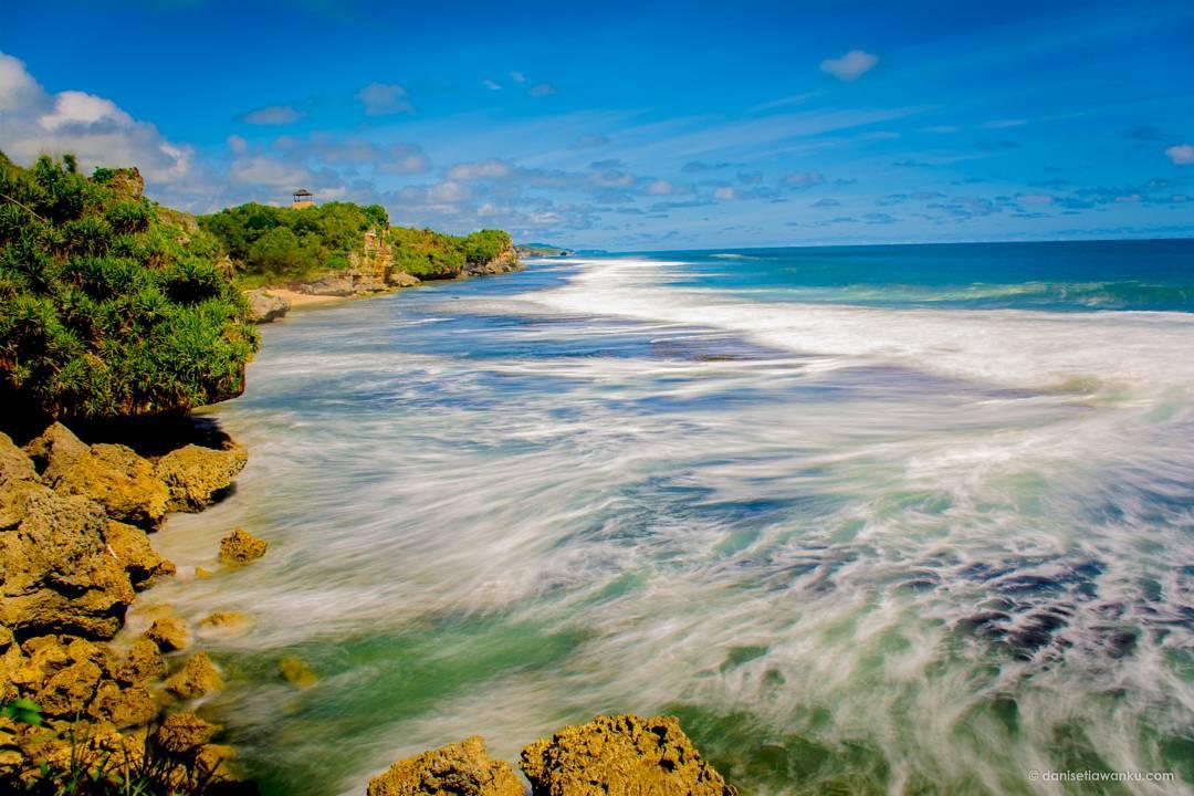 Keindahan pantai di Yogyakarta memang bisa menarik hati