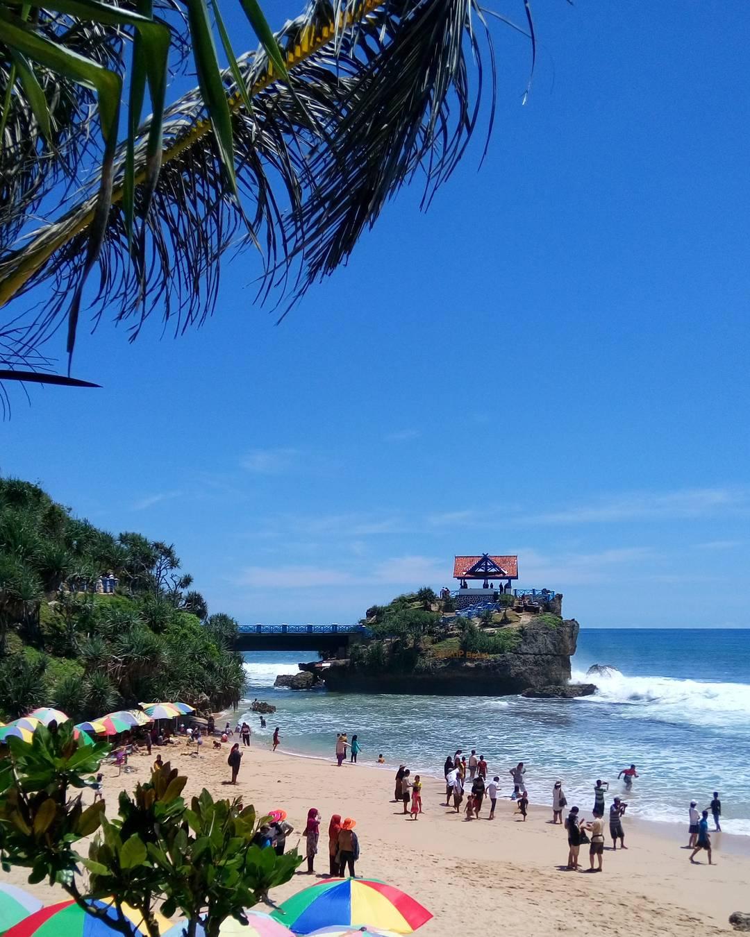 Kukup Beach, salah satu pantai di Yogyakarta yang ramai pengunjung