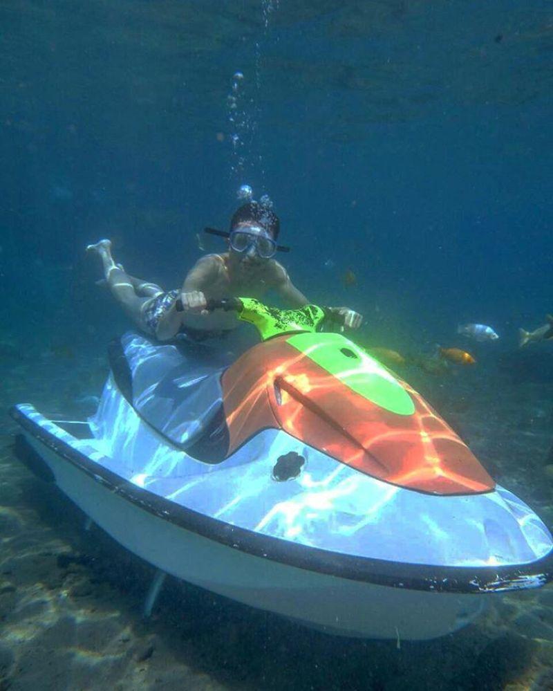 Main jetski underwater ya cuma disini! via @aldyakbarn
