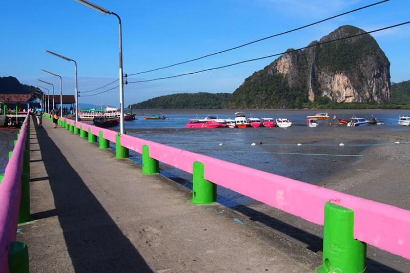Laut Andaman terlihat dari dermaga Pak Meng