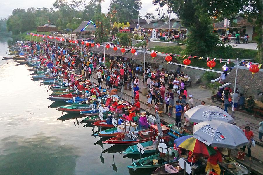 Salah satu pusat kuliner di Hat Yai, Khlong Hae floating market