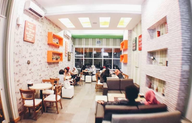 Kalian nggak akan kehabisan objek foto IG di cafe ini via @akalpacafe