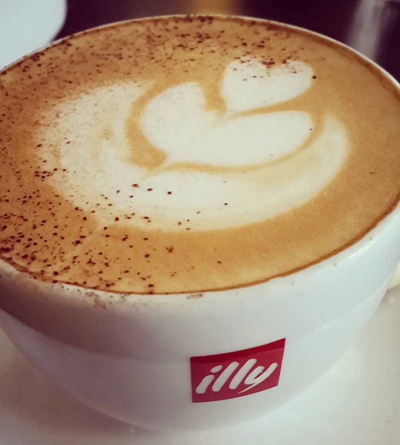 Mau sekedar ngopi di Illy Cafe Malang juga bisa kok via @oscarnugroho