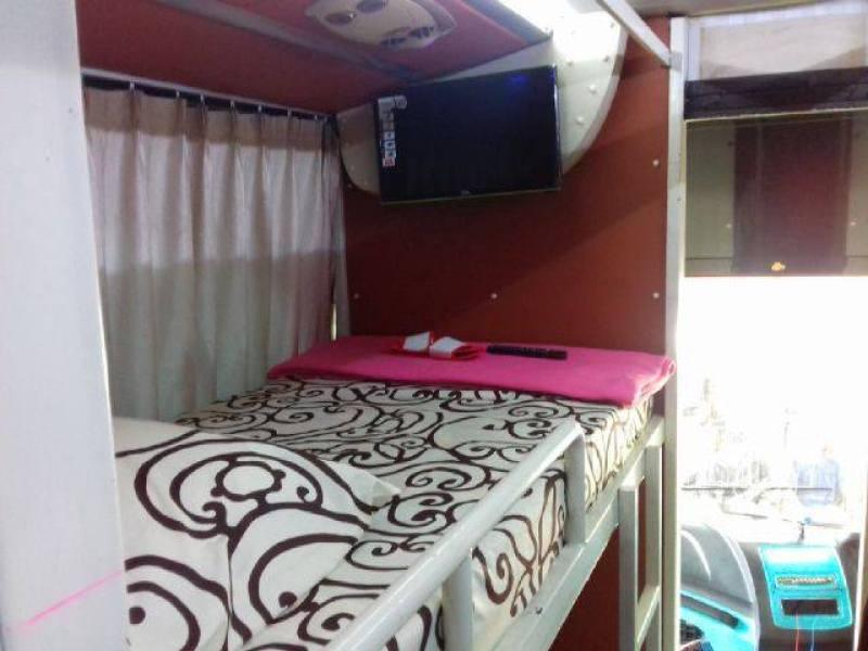 Ada televisi di tiap kabin
