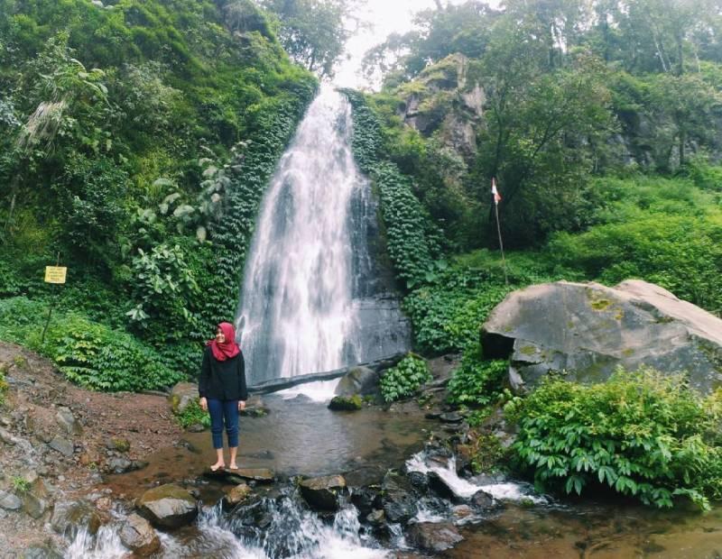 Sumber Pitu, salah satu wisata air terjun yang Instagramable di Malang via @rodhatulj