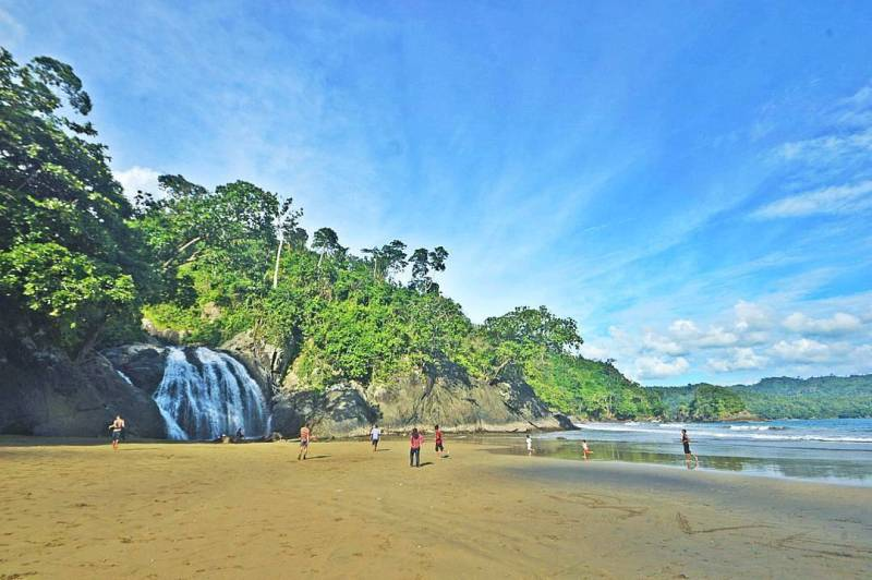 Air Terjun ini makin keren ketika cuaca cerah seperti ini via IG @malangrayatour