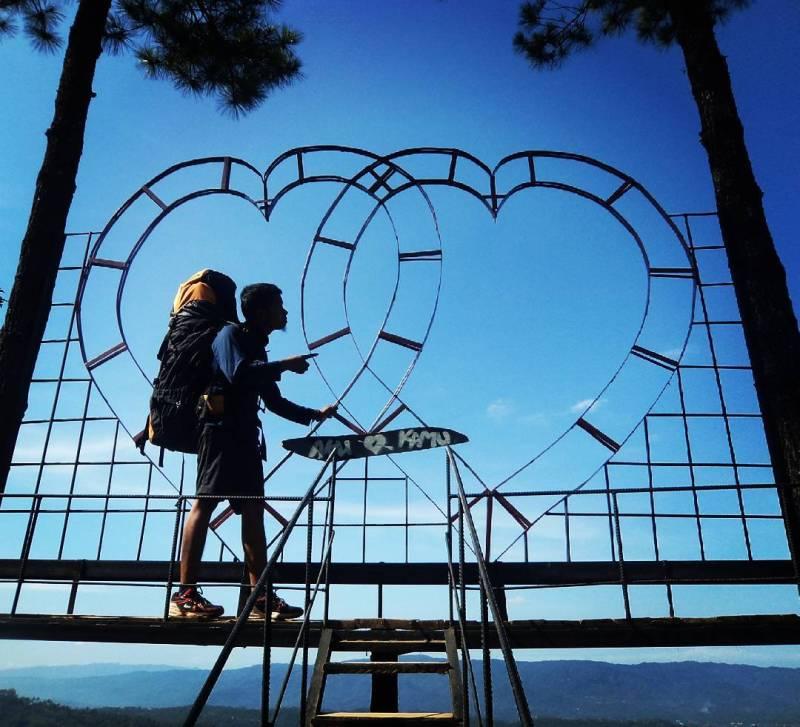 nekat ke Bukit Asmara sendirian? Resiko ditanggung penumpang via IG @sodiki_pandawa
