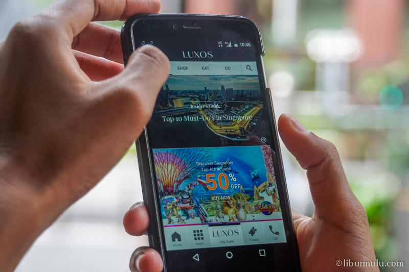 Handy Smartphone salah satu fasilitas hotel Mandarin Orchard yang sangat bermanfaat