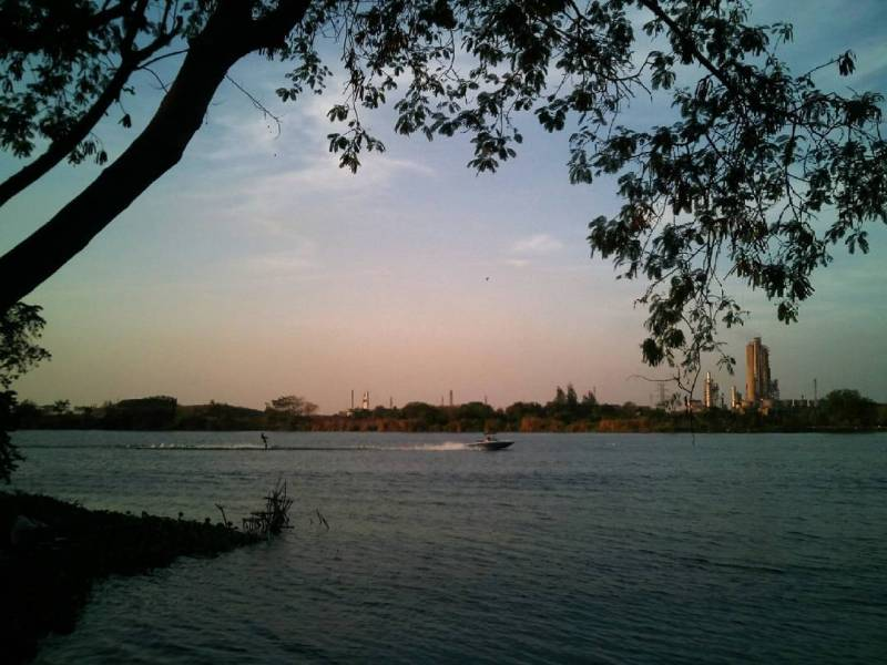 Telaga Ngipik, Tempat Wisata Bekas Tambang Kota Gresik!by IG @daniyarbgs