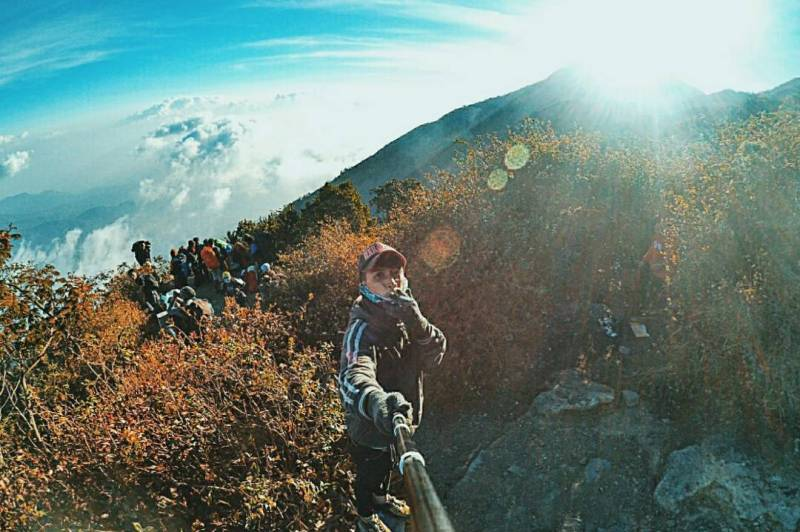 Gunung Lawu Dengan Ketinggian 3.265 mdpl by IG @ridhokm