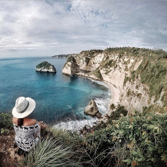 Pantai Atuh yang ada di Nusa Penida ini kian hari makin ngehits! by IG @agsmhndra