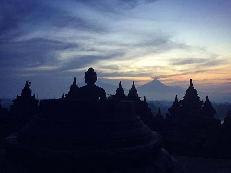 Candi Borobudur pada pagi hari by IG @nushes24