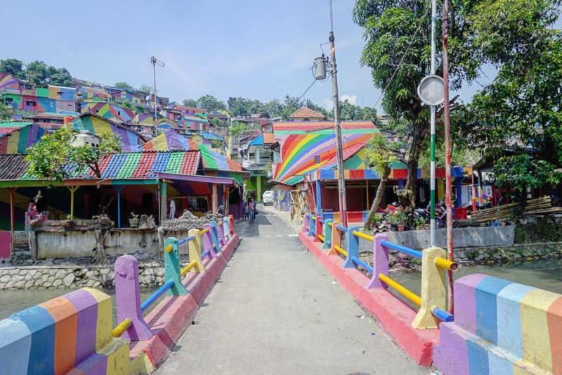 Kampung ini adalah tempat wisata terbaru di Semarang yang direkomendasikan untuk dikunjungi by IG @iuwwan