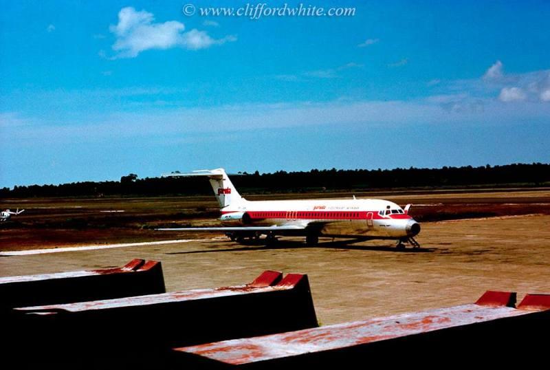 Ketika disekelilng Bandara Internasional Ngurah Rai masih berupa lahan kosong. Tak seperti sekarang yang sudah dipenuhi oleh banyak hotel. Satu-satunya penerbangan ke Bali yang ada hanyalah garuda Indonesia!