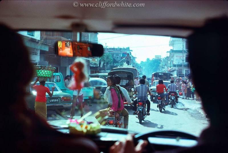 Namun ternyata Denpasar pada tahun 1975 sudah ramai seperti ini. Sekarang, beberapa kali lipat lebih rame dari ini ya!