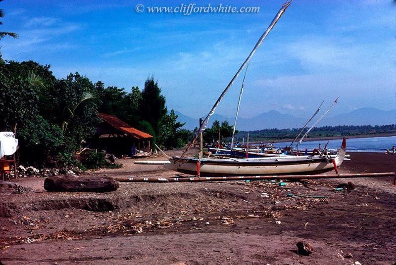 Foto jadul Bali: Sanur juga masih berupa desa nelayan yang sepi pada waktu itu