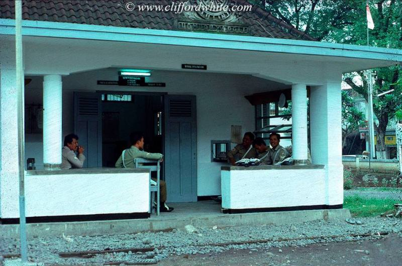 The atmosphere of the police station in Denpasar in the 70s