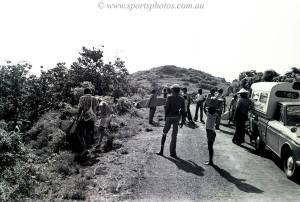 Uluwatu di tahun 1977, sekarang jalanan ini selalu ramai dilewati turis