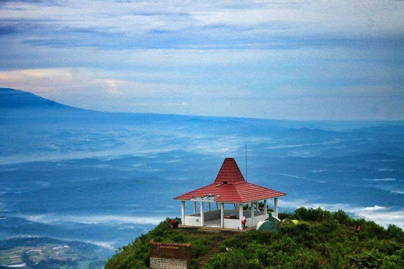 Yakin nggak mau naik Gunung Andong by IG @donihrmnt