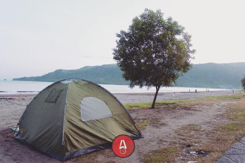Kalian bisa mendirikan tenda di Pantai Palangpang by IG @awasdisini