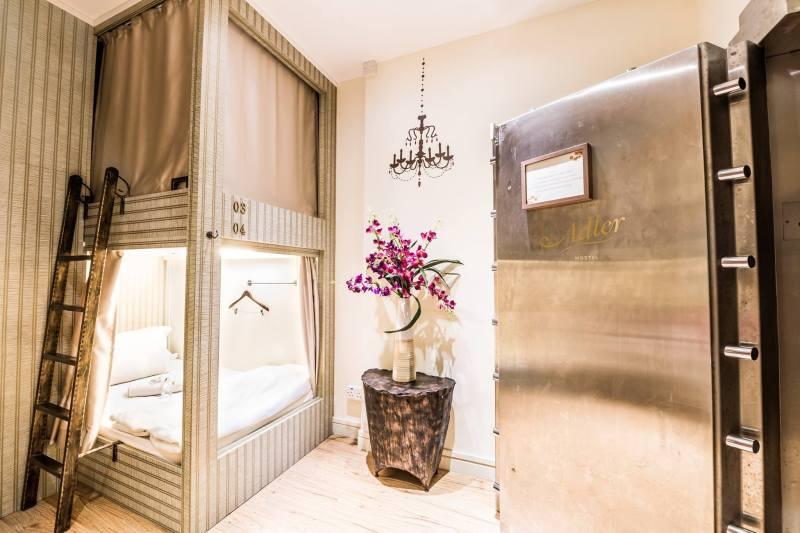 Kamar tipe Vault Super Single, kamar yang super mewah untuk ukuran hostel kapsul!