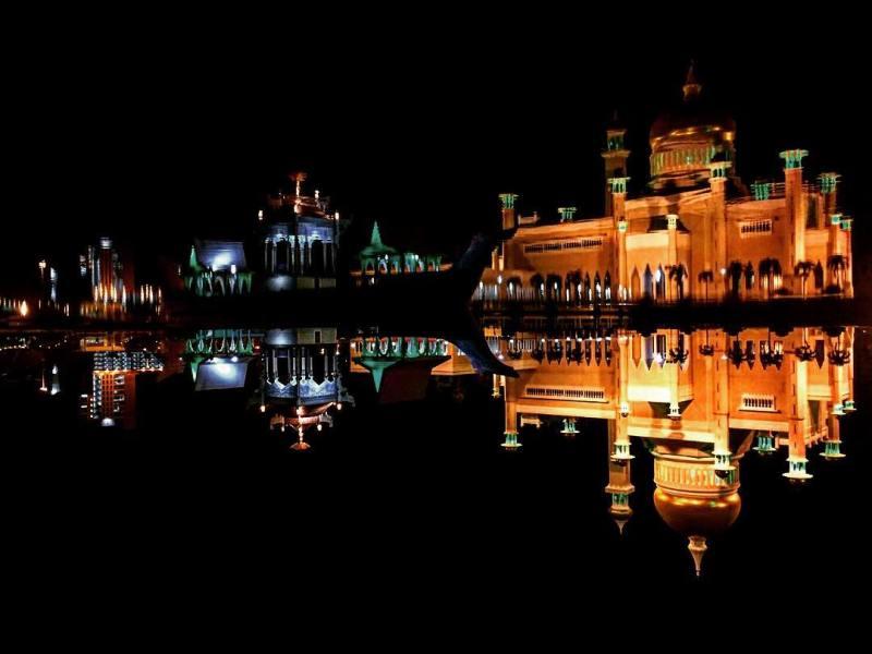 Masjid Sultan Omar Ali Saifuddin salah satu yang bisa dikunjungi di Brunei Darussalam by IG @ake_cub_ake