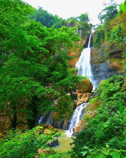 Meskipun lokasinya cukup jauh, tapi air terjun di Ciletuh ini layak untuk dikunjungi by IG @putrasenadi