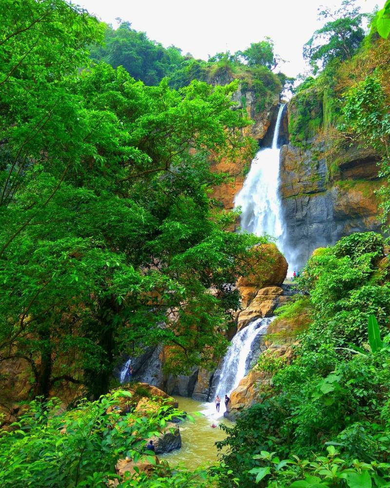 Although the location is quite far, but the waterfall in Ciletuh is decent to be visited by IG @putrasenadi