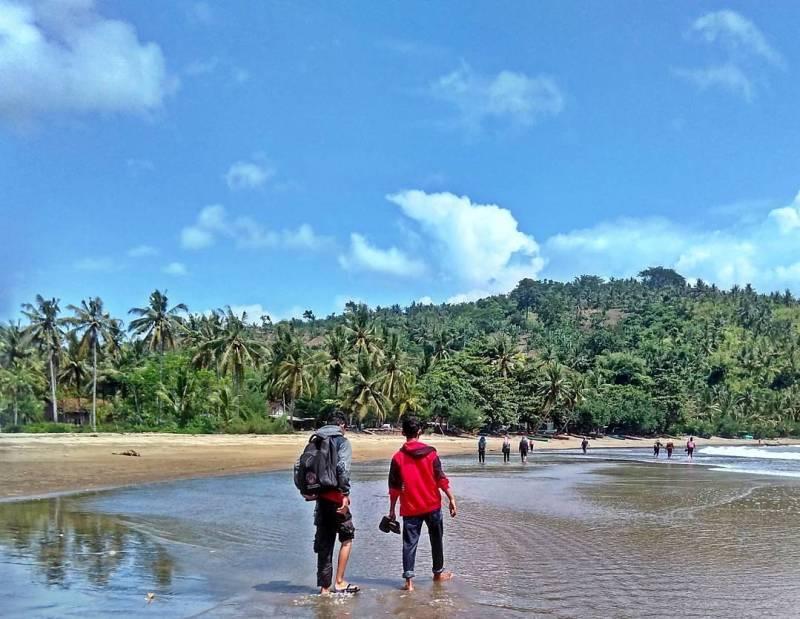 Pantai Brumbun, Tulungagung by @fajar_akbar_as