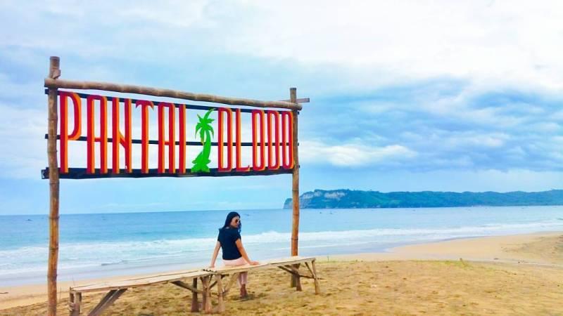 Pantai Dlodo, ini bisa dibilang sebagai salah satu pantai yang fotogenik di Tulungagung by @melaniabs