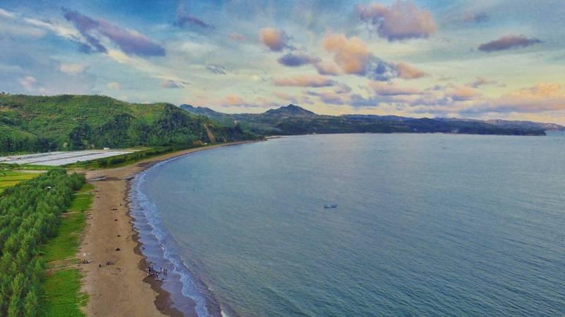Pantai Gemah, Desa Keboireng, Kecamatan Besuki, Tulungagung by @kevinrizqypratama