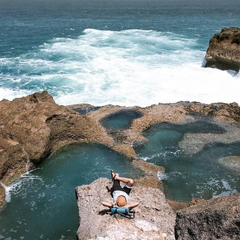 Pantai Kedung Tumpang, salah satu pantai di Tulungagung yang hits karena Instagram. Lokasinya di Pucanglaban, Tulungagung by @heriand