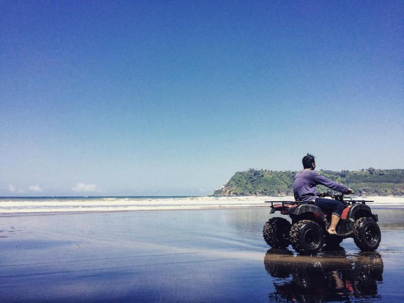 Pantai Sine, Desa Kalibatur, Kecamatan Kalidawir, Tulungagung by @salihardhan