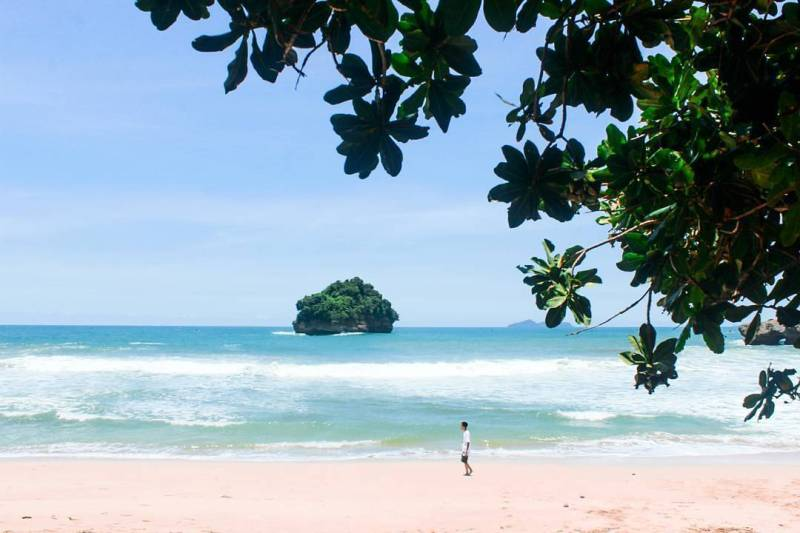 Pantai Sioro, Desa Ngrejo, Kecamatan Tanggunggunung, Kabupaten Tulungagung by @alfinoriffqi