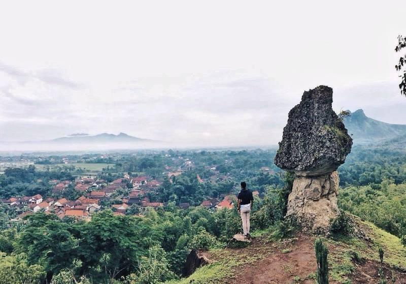 Watu Payung di Desa Pelem, Kecamatan Campurdarat, Tulungagung by @fahrultr14