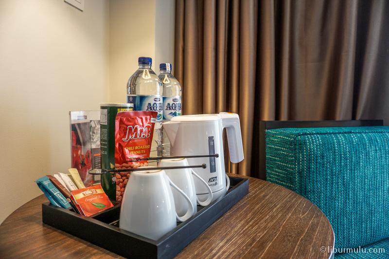 Makanan snack di dalam kamar