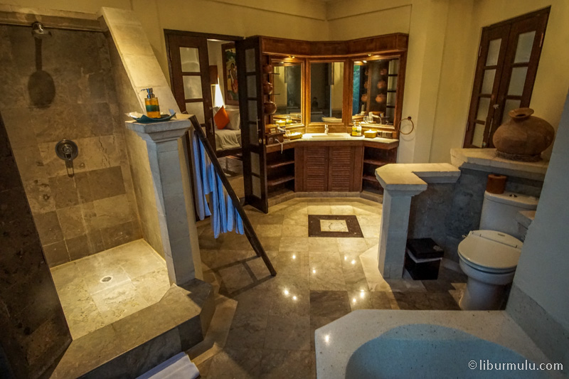 Tentunya kamar mandinya super luas, bikin betah berlama lama di kamar mandi, dan di tipe ini terdapat 2 kamar mandi