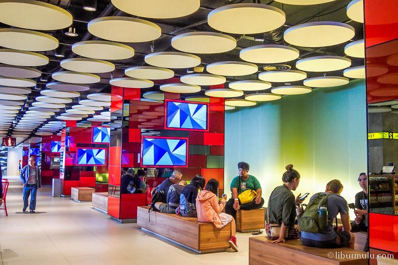 hotel visit - First World Hotel punya koridor fotogenik