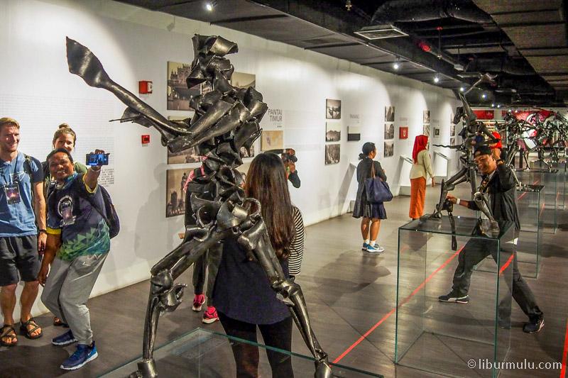 skyavenue mall - museum senikome dipenuhi objek Instagramable