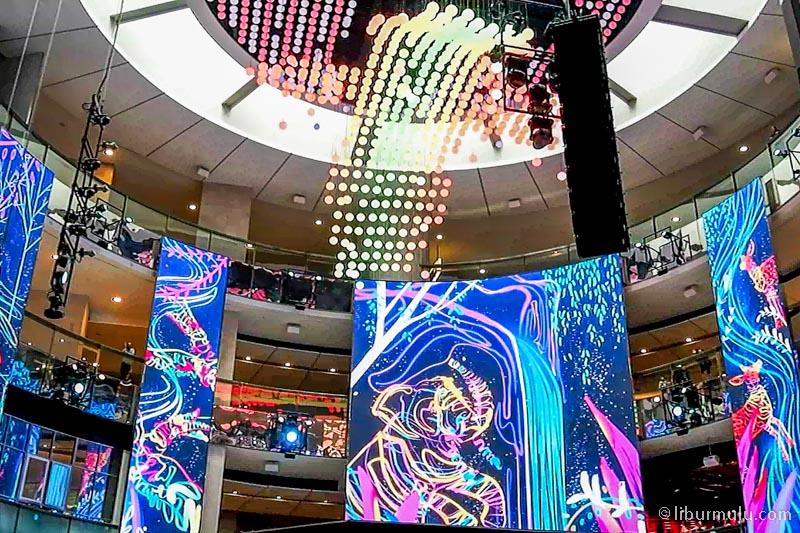 skyavenue mall - pertunjukan sky symphony yang mengagumkan