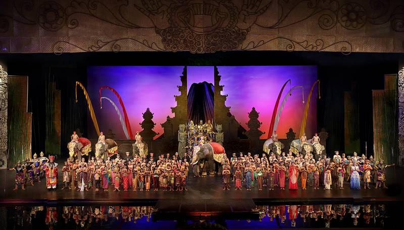 Bali Agung Show, menikmati keindahan budaya dan teknologi