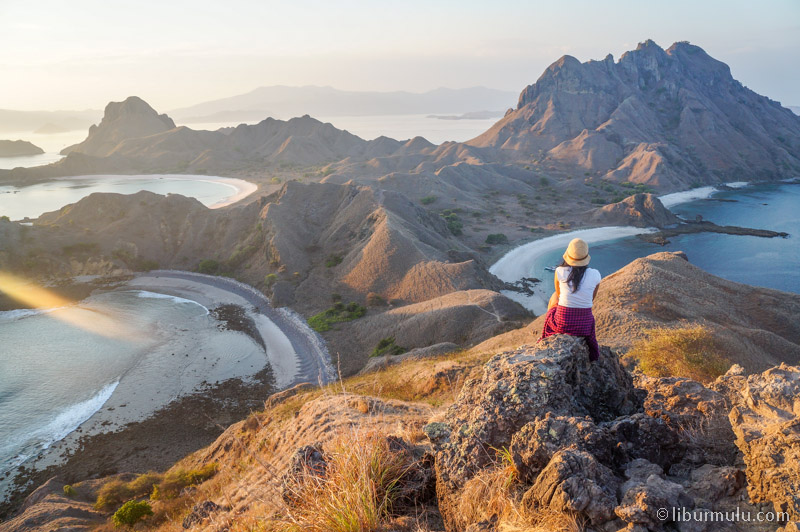 Pada open trip Komodo kali ini, trekking ke puncak Pulau Padar ada dalam itinerary
