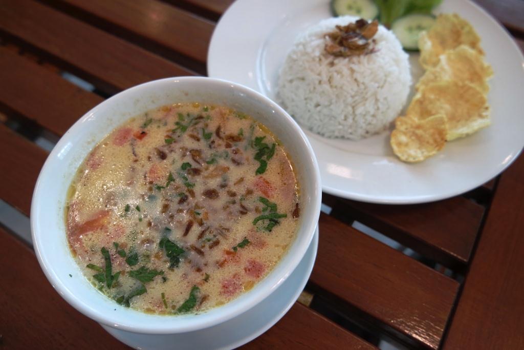 Soto Betawi adalah Kuliner Betawi paling rekomended untuk dicoba!