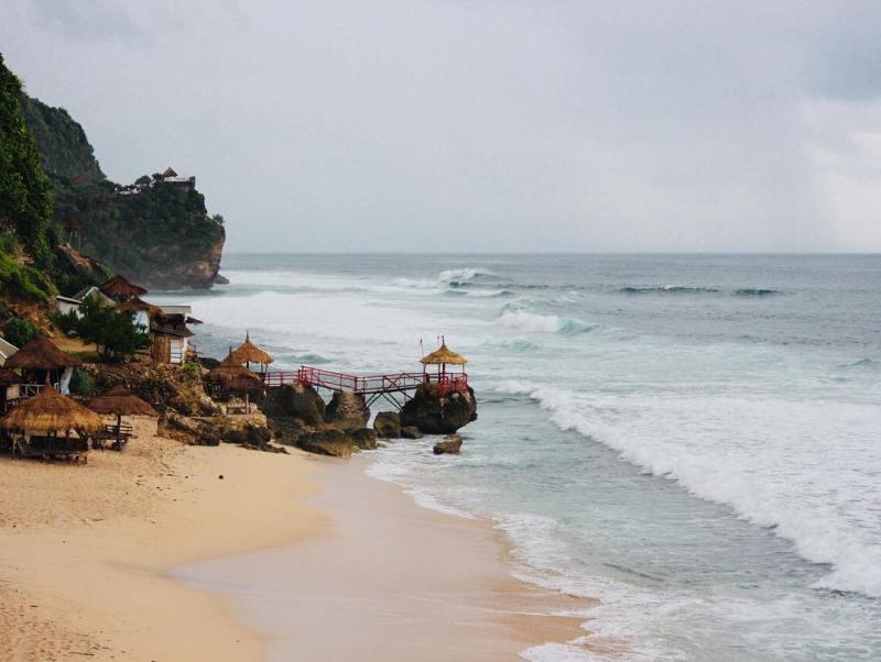 Ayo, segera rencanakan liburanmu ke Pantai Watulawang! via IG @enurrofiqoh