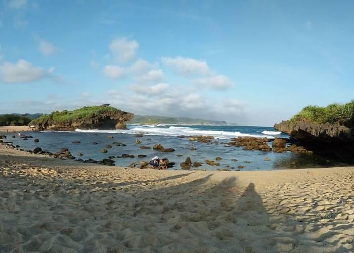 Pantai Sarangan Gunungkidul ini adalah salah satu pantai di Yogyakarta terbaru! via IG @jogjakartaid