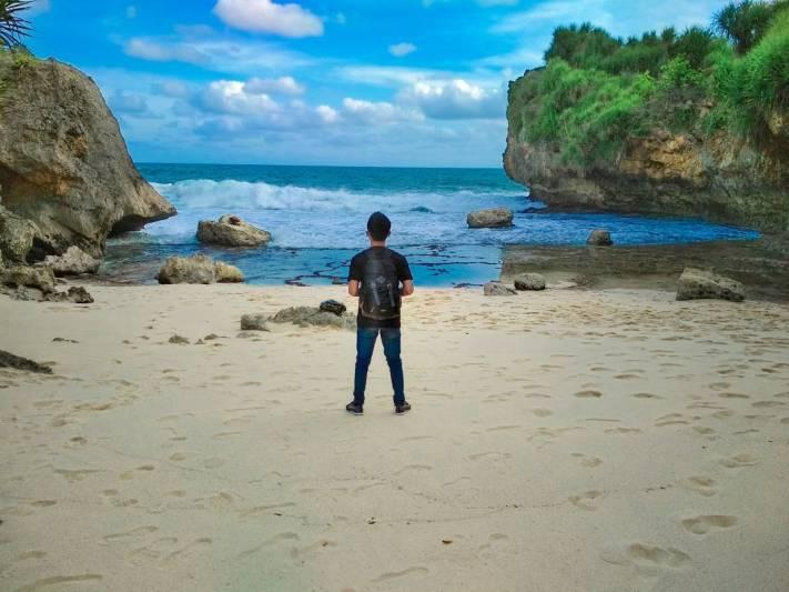 Pasir pantai yang halus, suasana yang tenang seakan membius siapapun yang berlibur kesini. via IG @anjueka_ss