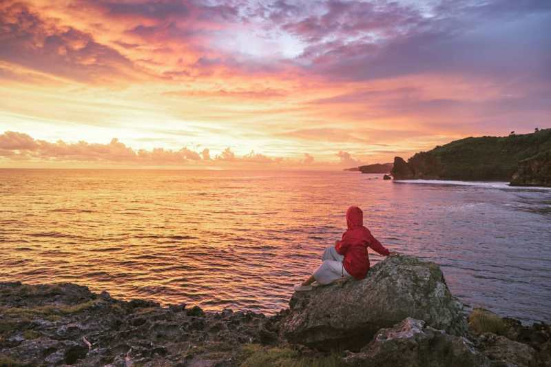 Widodaren yang dalam bahasa Jawa berarti bidadari memang sepertinya cocok untuk diberikan kepada Pantai Widodaren ini @romeography