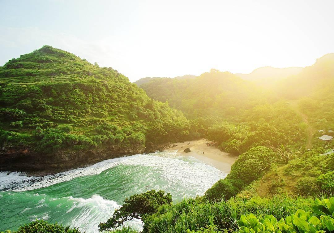 Kalian gak ingin liburan ke Pantai Ngetun ini! via @ajisptr_98