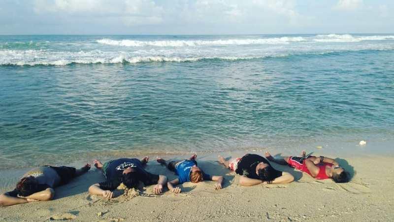 Liburan ke Pantai Nguyahan sebaiknya ajak teman-teman se-geng biar lebih seru! via @sunuyogo